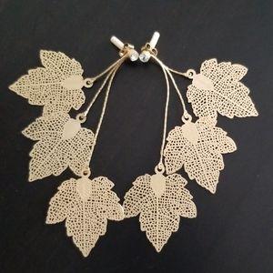 Leafy gold earrings!💛